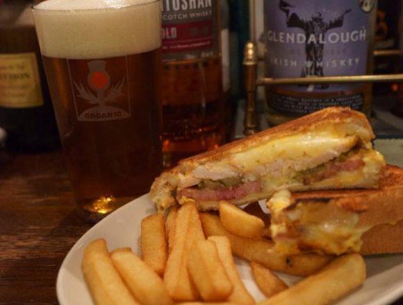 Cuban sandwich and Blackisle Pale Ale. Aye, very nice pairing! ;) / キューバンサンドとブラックアイルのペールエール。実にけしからんペアリングっす! #kyoto #beer #blackislebrewery @BlackIsleBeer